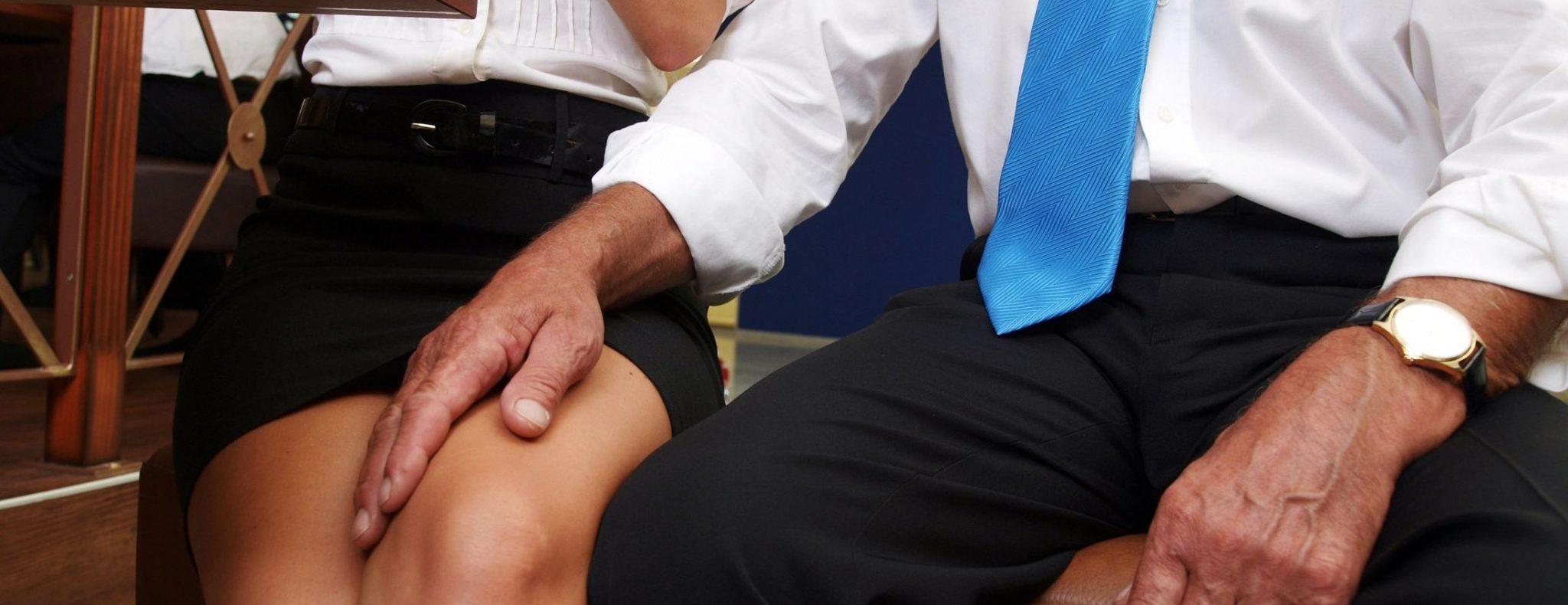 photo d'une femme harcelé sexuellement au travail pour la formation référent harcèlement